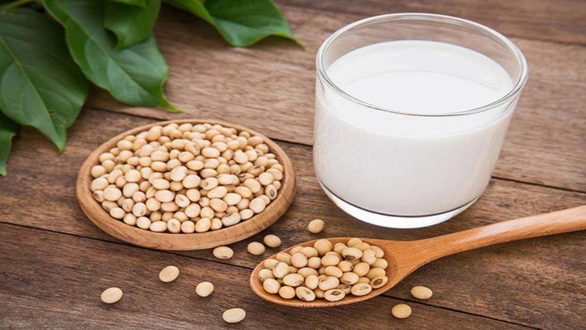 uống sữa đậu nành